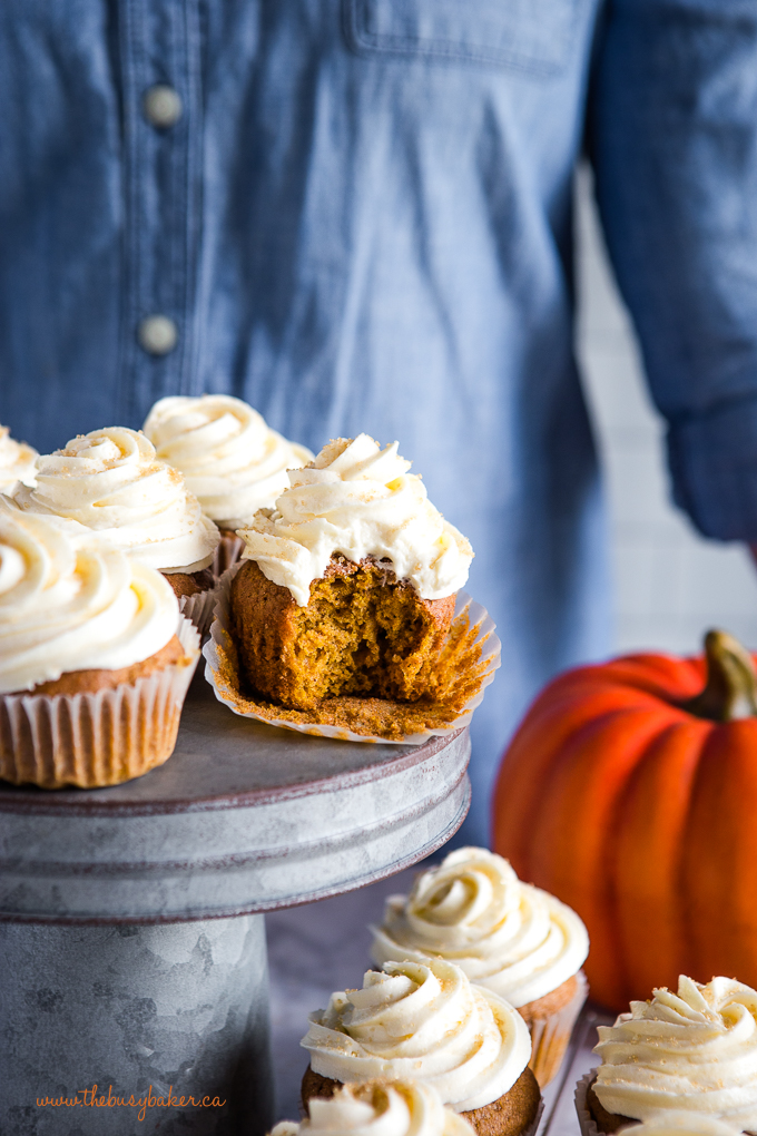 pumpkin spice cupcakes with pumpkin
