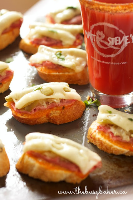 bite sized appetizers made using classic Reuben sandwich ingredients