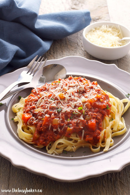 Slow Cooker Bolognese Sauce by www.thebusybaker.ca