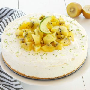 no bake cheesecake with kiwi and lime slices
