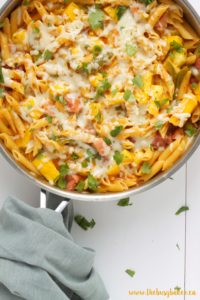 Cheesy One Pot Hawaiian Pizza Pasta www.thebusybaker.ca