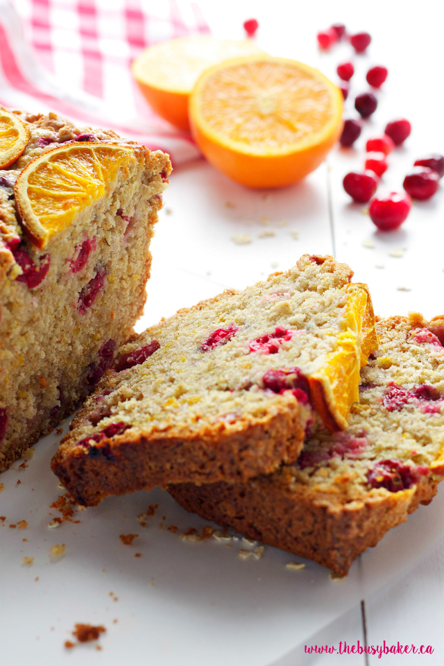 This Cranberry Orange Oatmeal Bread is the perfect sweet snack! And it's such an easy recipe! www.thebusybaker.ca
