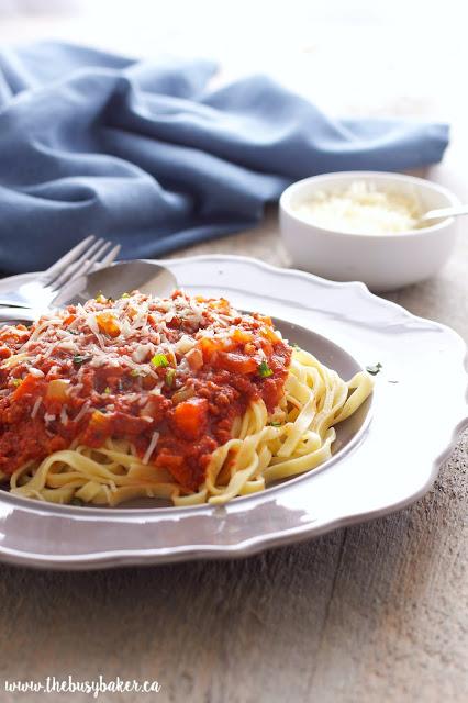 https://thebusybaker.ca/2016/03/slow-cooker-bolognese-sauce.html