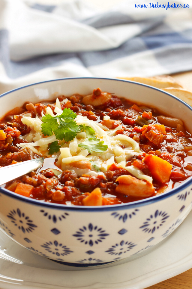 Try this Crock Pot Vegetarian Chili for a deliciously easy and healthy meal! Recipe from www.thebusybaker.ca