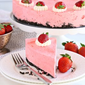 slice of no bake strawberry cheesecake with gelatin