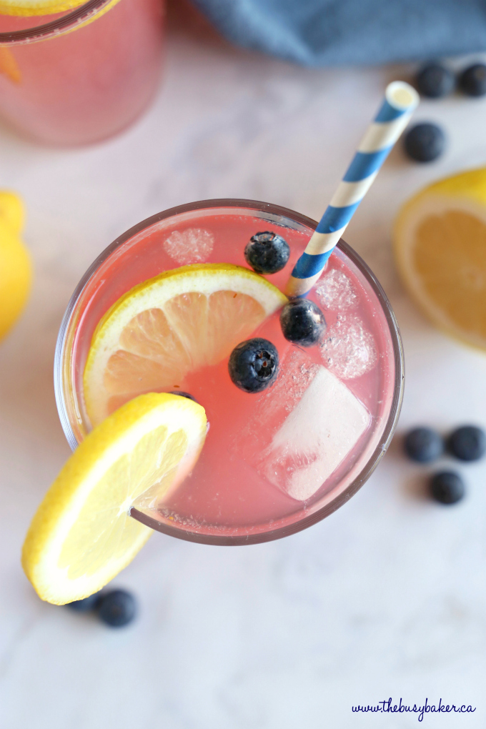 Healthy Blueberry Lemonade with ice and lemon slice and fresh blueberries