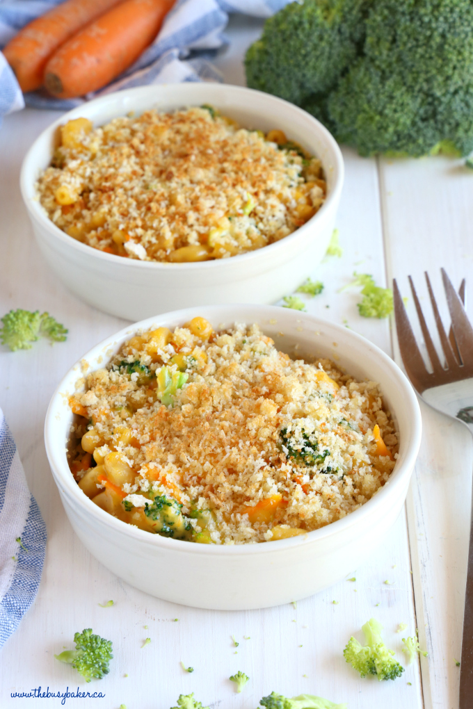 Easy 15-Minute Vegetarian Macaroni and Cheese with breadcrumbs