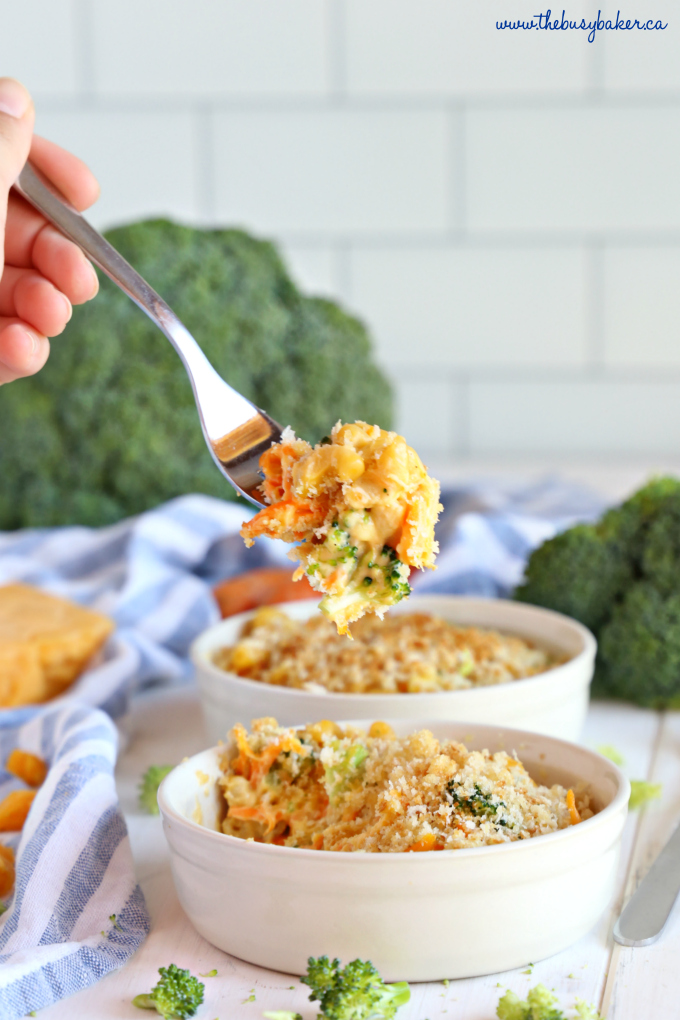 Easy 15-Minute Vegetarian Macaroni and Cheese on fork