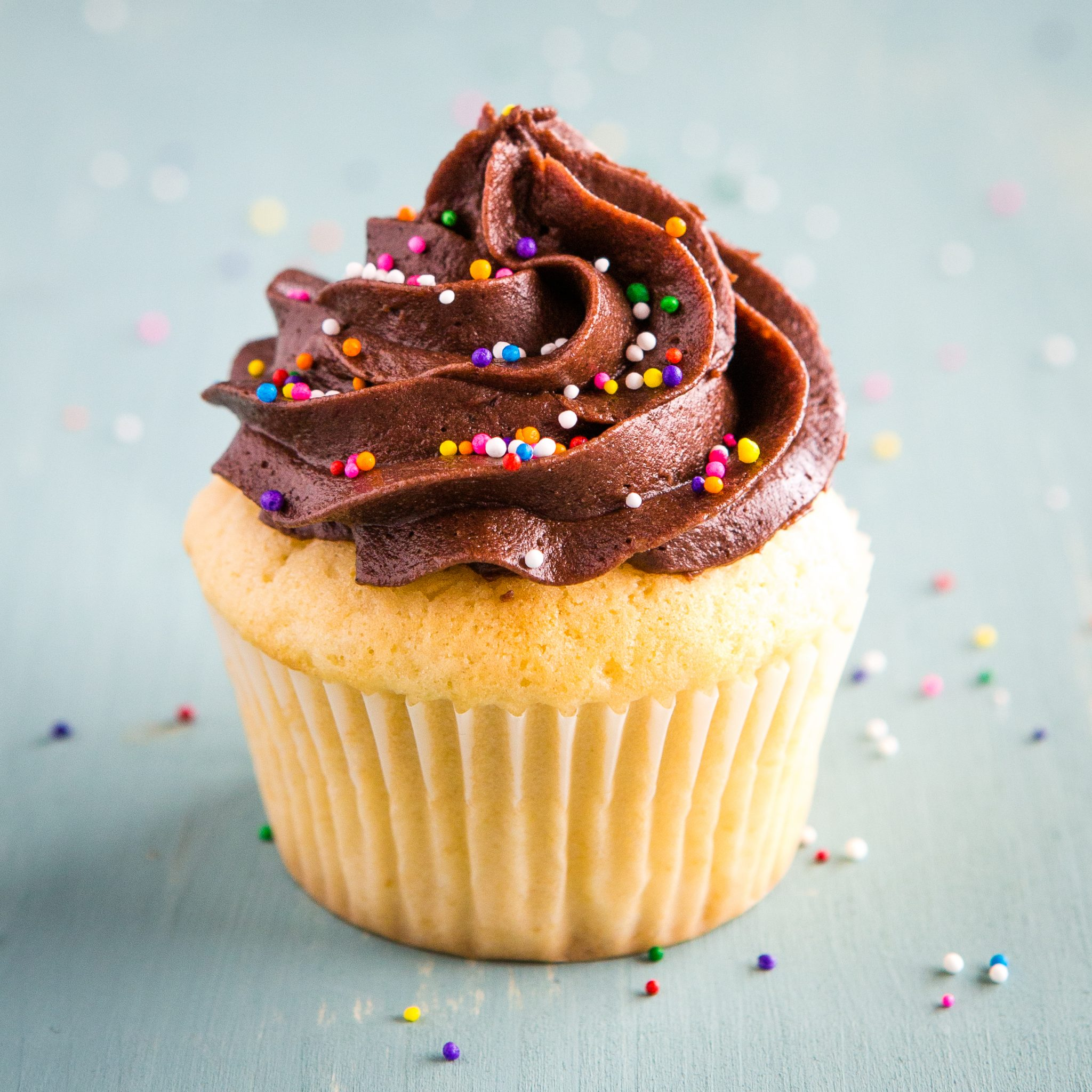 Birthday Cake Cupcakes With Chocolate Frosting