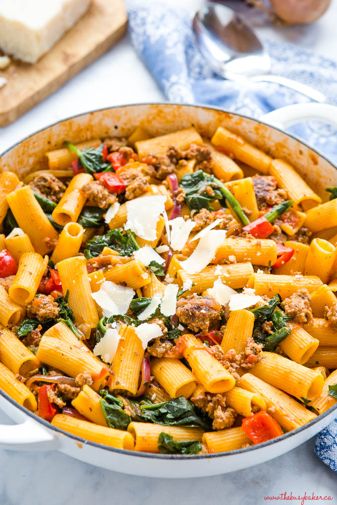 rigatoni pasta with Italian sausage, spinach and peppers
