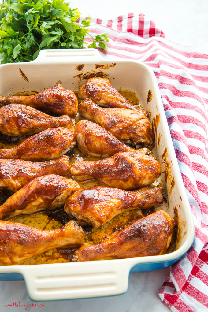 barbecue chicken in blue casserole dish with picnic blanket