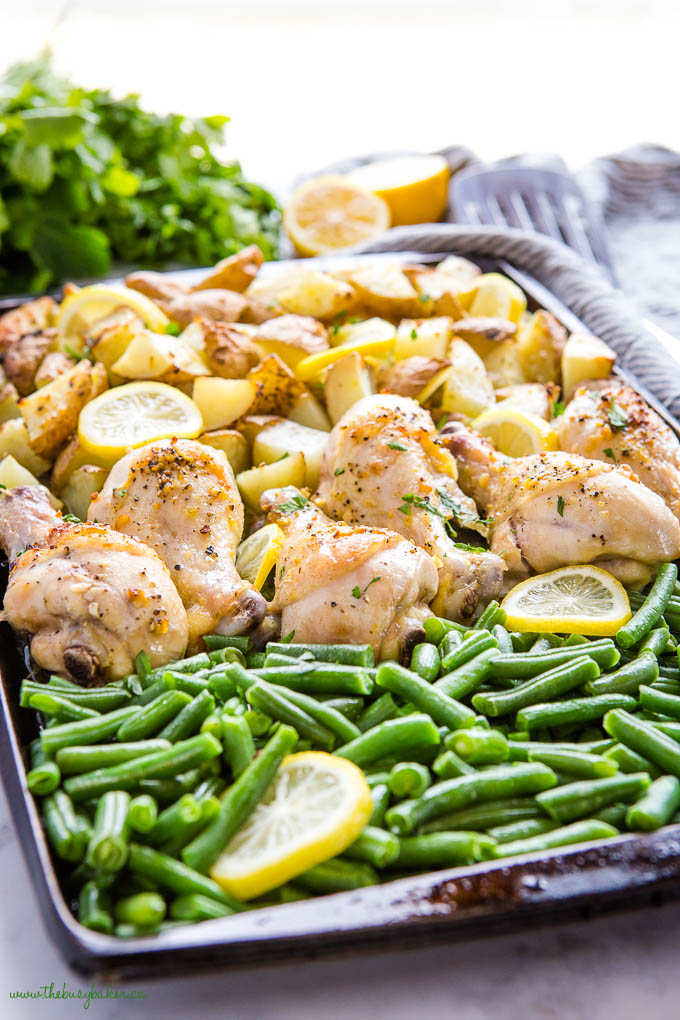 lemon pepper chicken drumsticks with green beans and potatoes