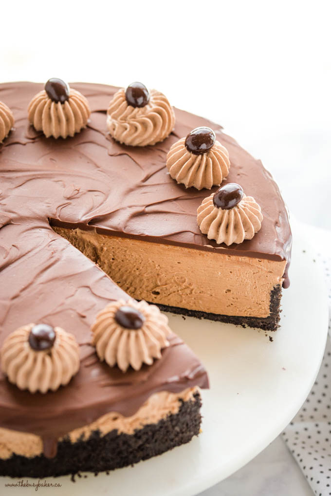 coffee cheesecake on marble cake stand