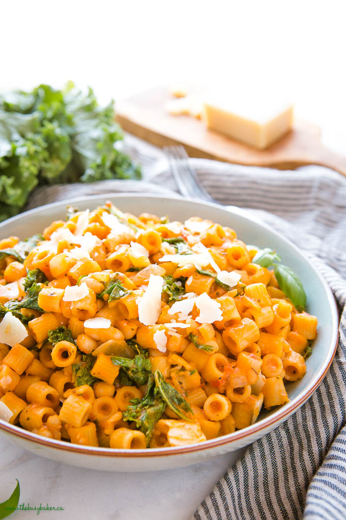 closeup image: ditalini pasta with beans in blue bowl